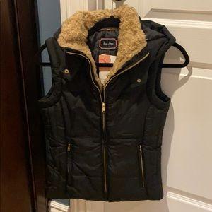 Fur accent puffer vest